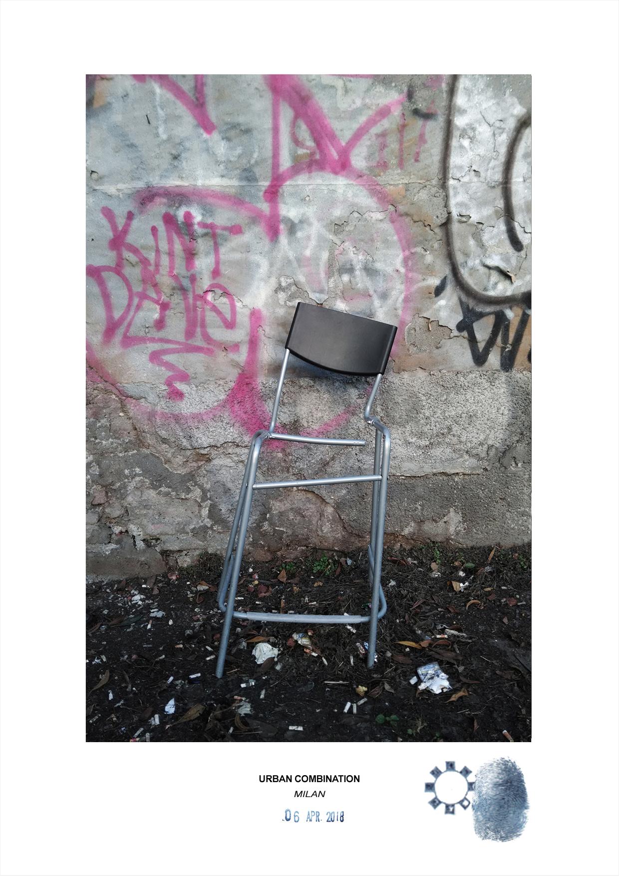 Arte contemporanea con installazioni casuali dell'artista Maurizio Di Feo. Combinazione urbana con sedia e graffiti, Milano.
