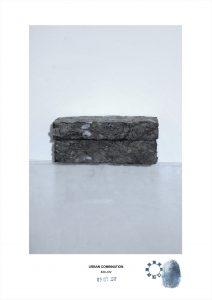 Arte contemporanea dell'artista Maurizio Di Feo. Combinazione in studio con cartone recuperato e pressato. Milano.