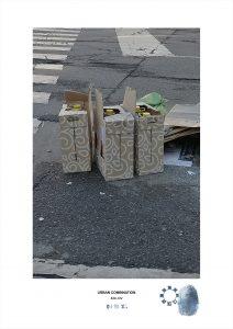 Arte contemporanea Maurizio Di Feo. Combinazione urbana, Milano. Cartoni di vino abbandonati sulle strisce pedonali nel centro di Milano.